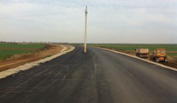 http://www.gsp.ro/fotbal/liga-1/video-stadionul-din-craiova-are-din-nou-probleme-imagini-incredibile-constructorii-au-montat-gresit-acoperisul-516930.html